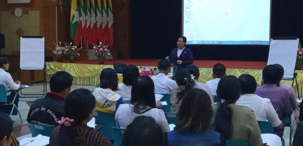 (၂၄.၂.၂၀၂၀) ရက်နေ့ ပင်စင်ဦးစီးဌာန၏ စွမ်းရည်မြှင့်သင်တန်းကို ညွှန်ကြားရေးမှူးချုပ်မှ သင်တန်းပို့ချခြင်း